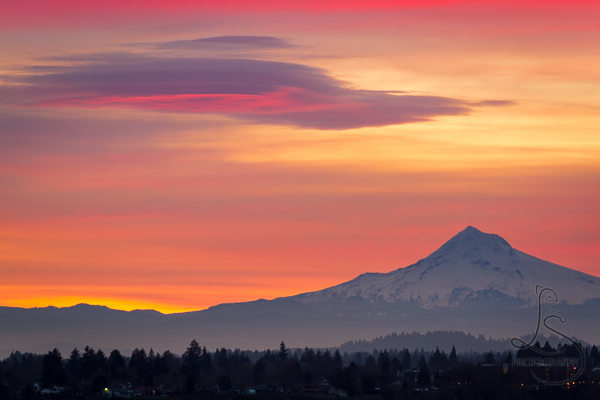 Sunrise over Mount Hood in Portland, Oregon | LotsaSmiles Photography
