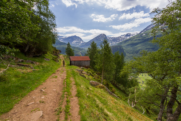 Aaron on the trail headed back down toward Geiranger | LotsaSmiles Photography