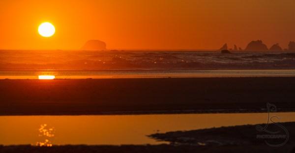 Sun setting on the Washington coast in Olympic National Park | LotsaSmiles Photography