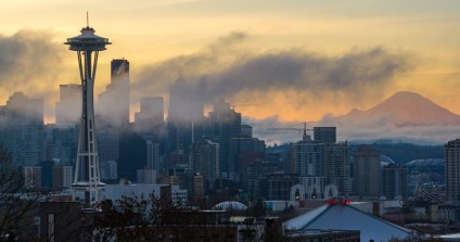 The sleepy city of Seattle wakes up to a foggy cold morning   LotsaSmiles Photography