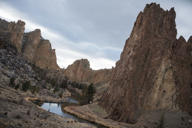 The main view of Smith Rock, down the Crooked River | LotsaSmiles Photography