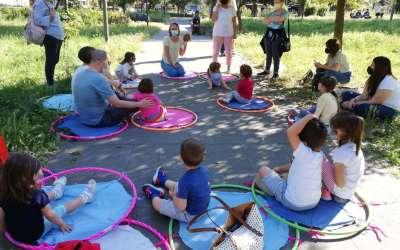 Misurare lo spazio con i passi degli animali: gioco e attività di movimento per bambini