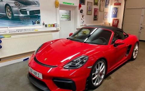Porsche 718 Spyder red