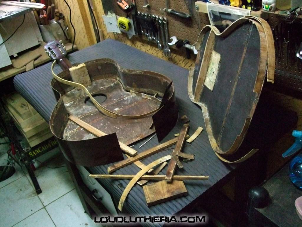 Restauração total de violão