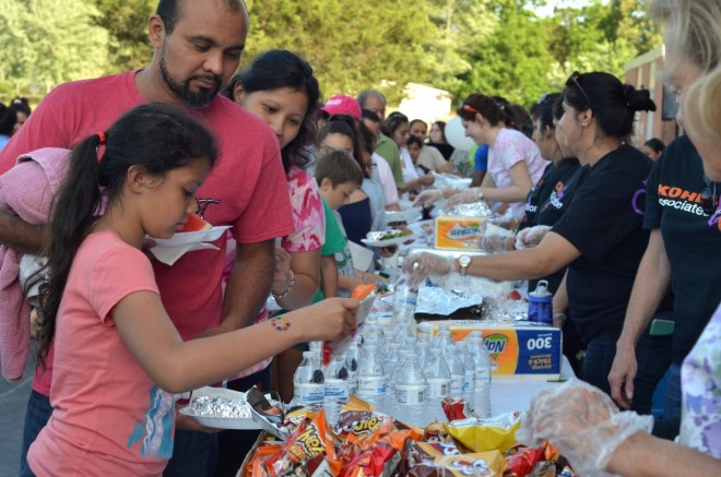 Families line up for a barbecue dinner at Guilford Elementary School's 50th birthday celebration. (Danielle Nadler/Loudoun Now)