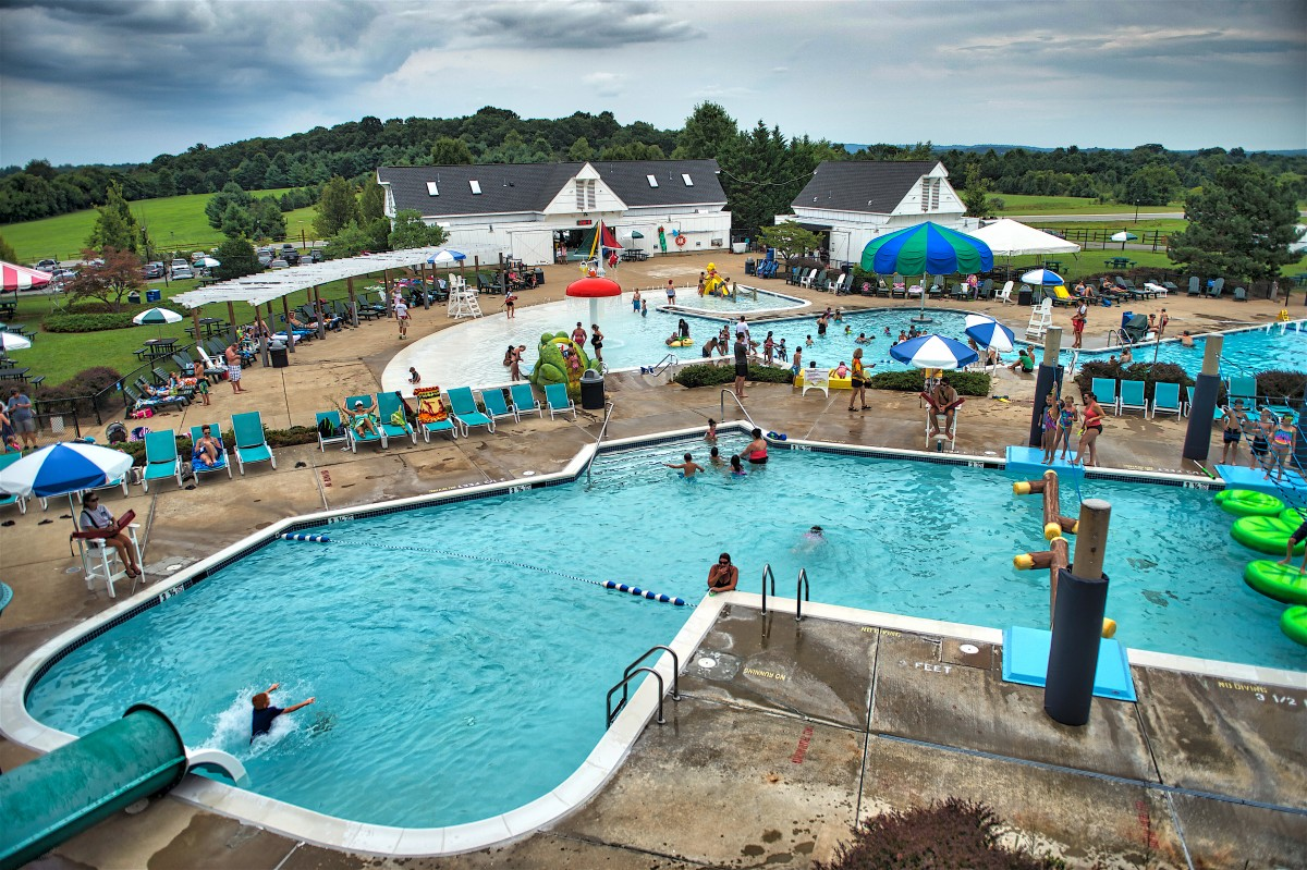 A picture of the public swimming pool at Franklin Park in Purcellville.