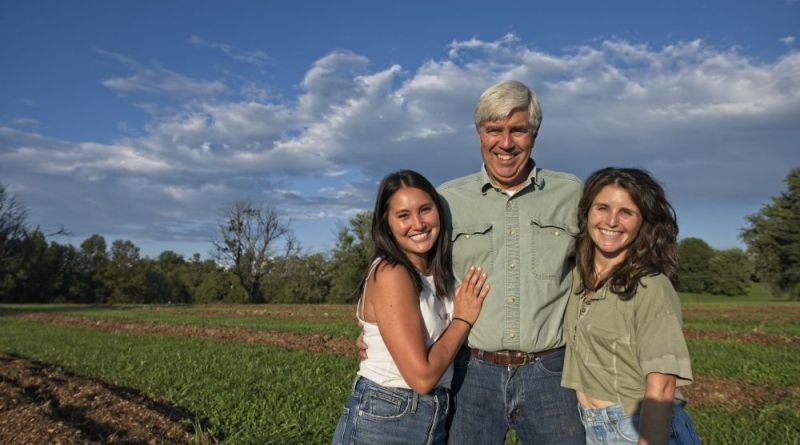The Spice of Life: At Sisters Garlic Co. It's a Family Affair