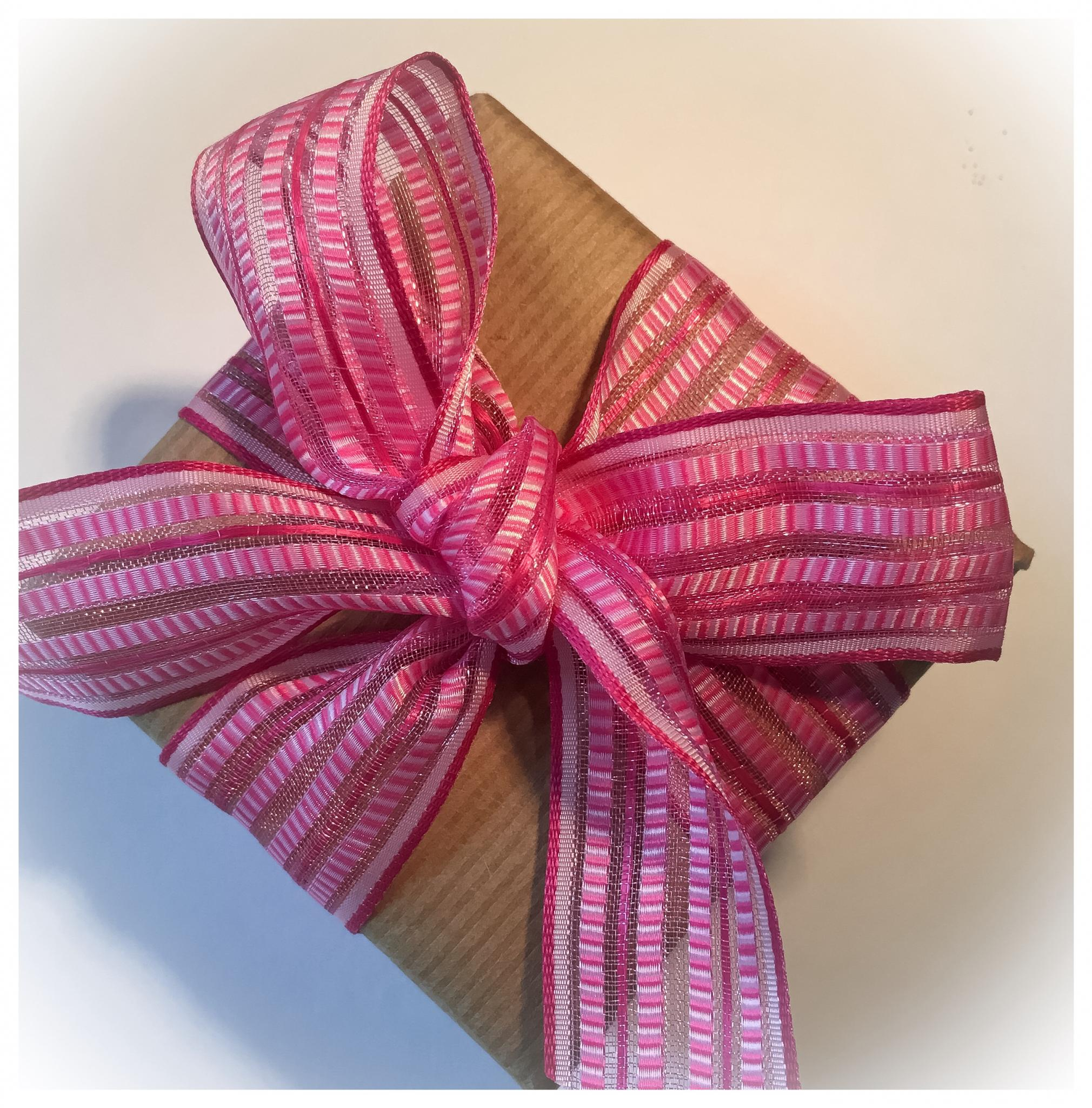 A perfect bow on a parcel from one of my giftwrapping workshops