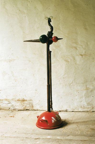 Die Boje | 1997, Eisen/meine Brille/Seil | 160 x 70 x 45 cm