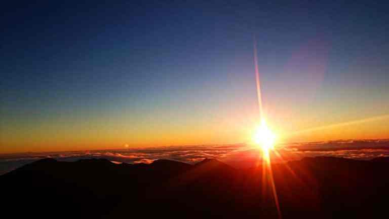 Haleakalu sunrise by Rachelle Fraser on Pixabay