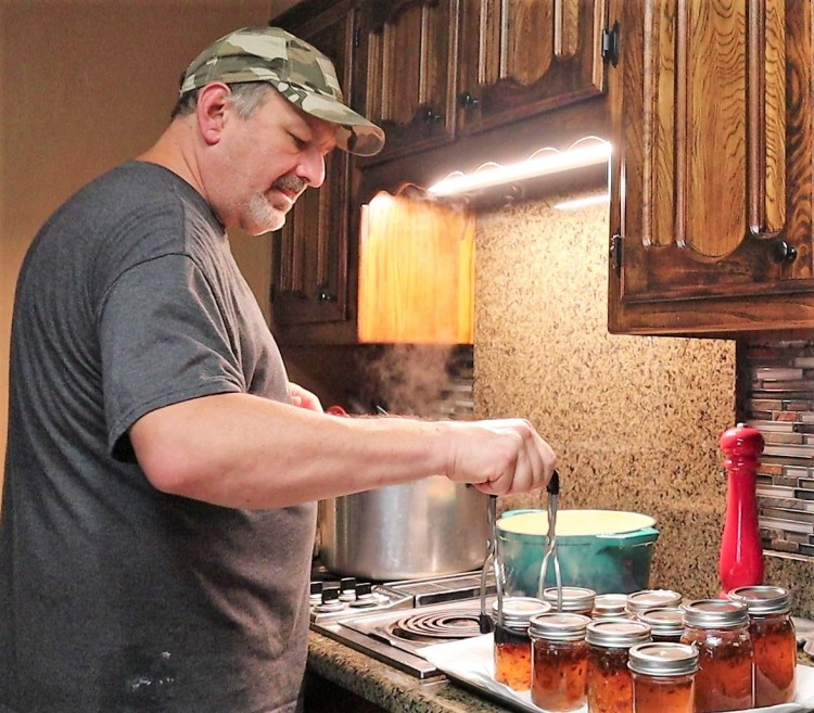 Removing processed pepper jelly from canner