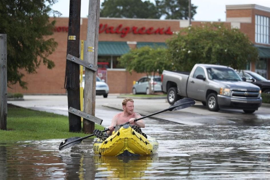 getty_torrential-rains-bring-historic-floods-to-southern-louisiana_new_gyi589932066jpg-js259633595-1-e1471348410158