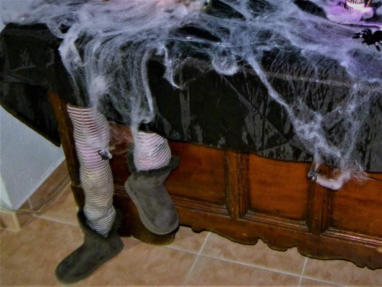 jambes coincees deco halloween