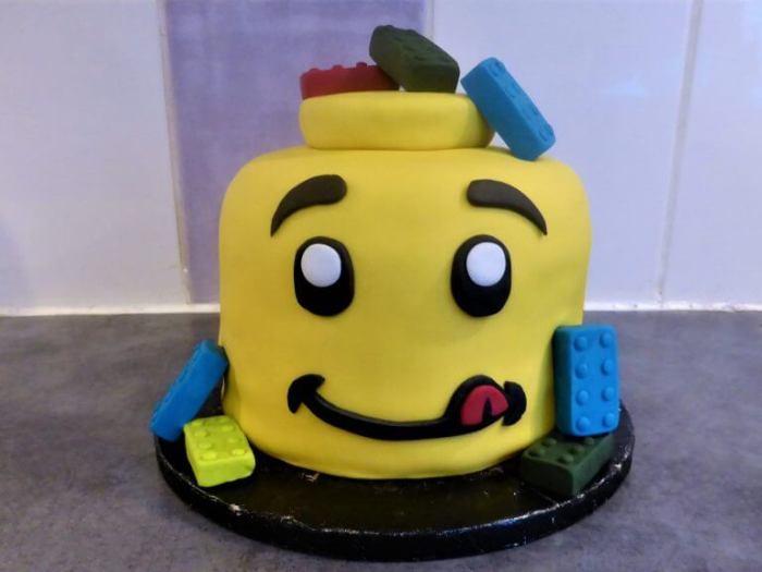 cake design gâteau tête de lego