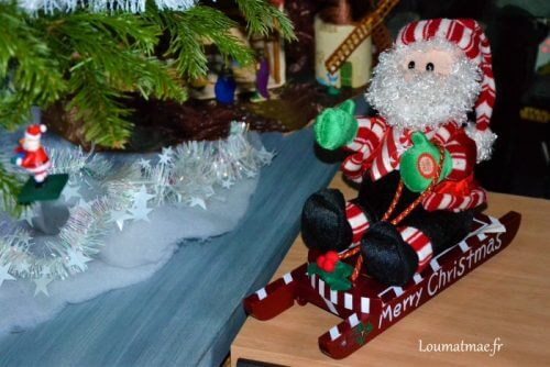 Père Noel musical sur luge de chez La foire Fouille