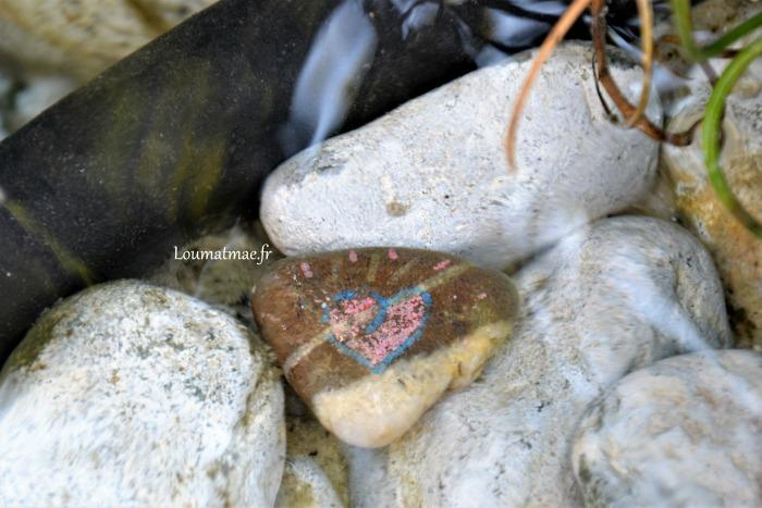 cœur de pierre immergé sous l'eau