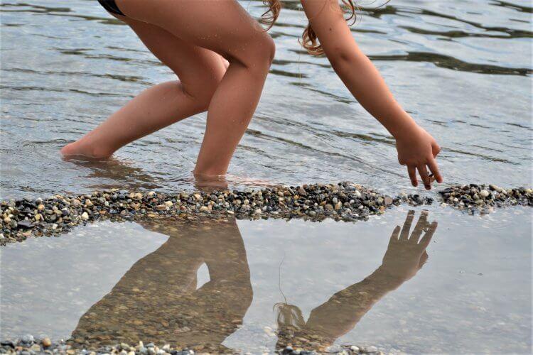 jeu de symétrie enfant et l'eau