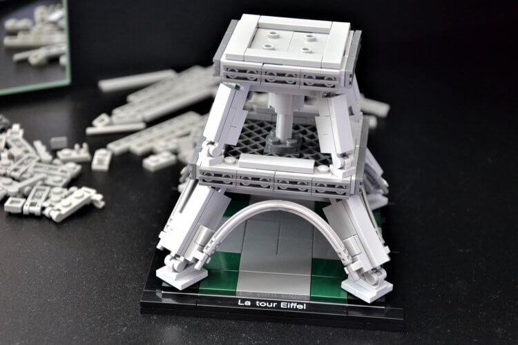 montage de la tour Eiffel Lego Architecture