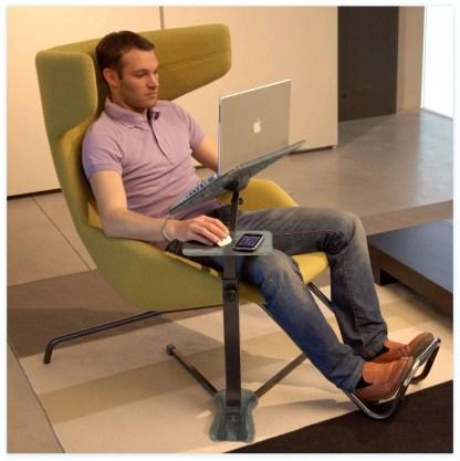 Der ergonomische Laptoptisch ist voll verstellbar