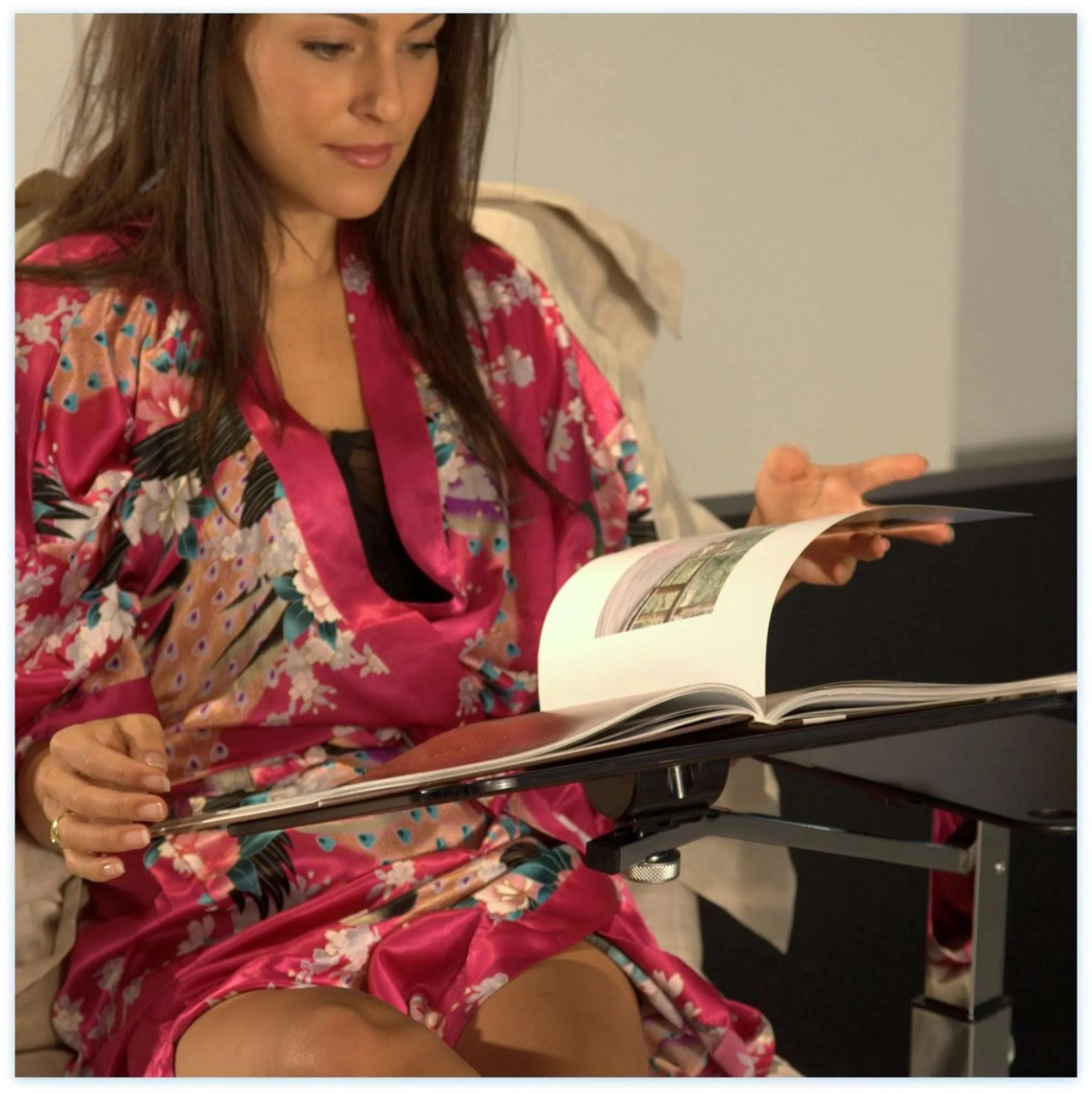 Lounge-book-Chrome-fumee lectern