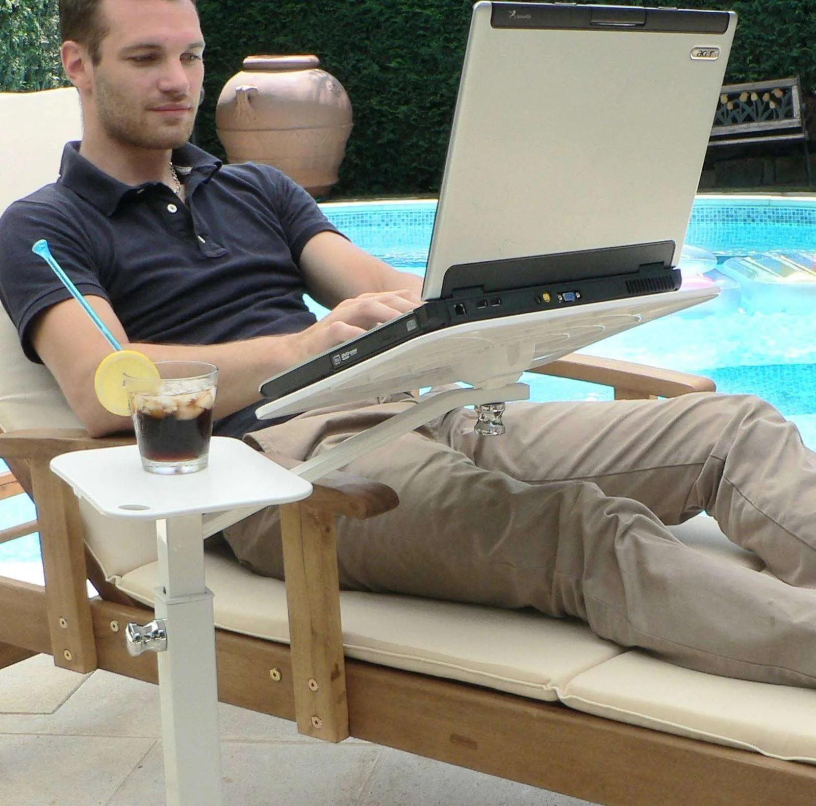 Use your laptop outdoor on garden or terrace with Lounge-tek ergonomic support. Fully adjustable furniture to create a laptop desk.