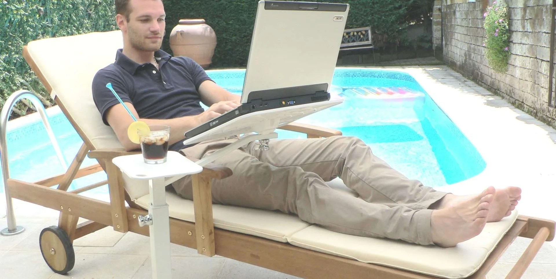 Use your laptopp outdoor, thanks to lounge-tek ergonomic supports you can find comfort and relaz moving your office on terrace or garden