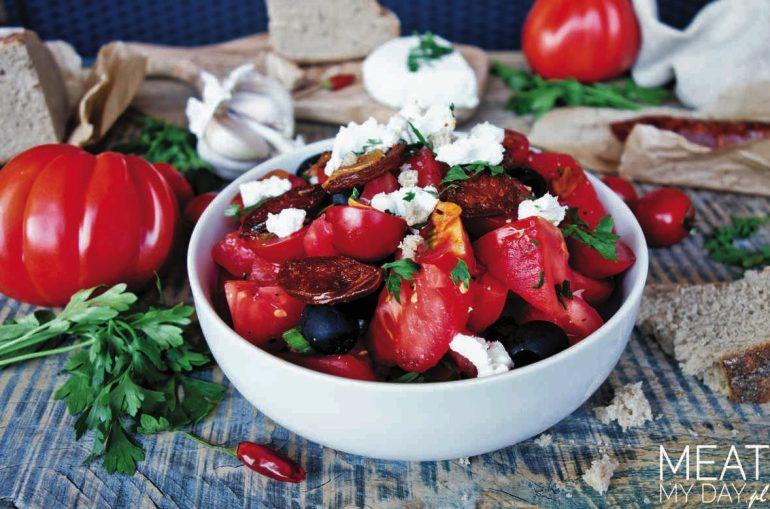 Sałatka z pomidorów i chorizo