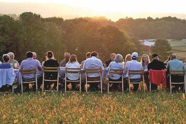 Ze stołem w pole