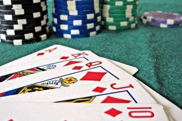 Poker – rozrywka czy okazja do zarobienia prawdziwych pieniędzy?
