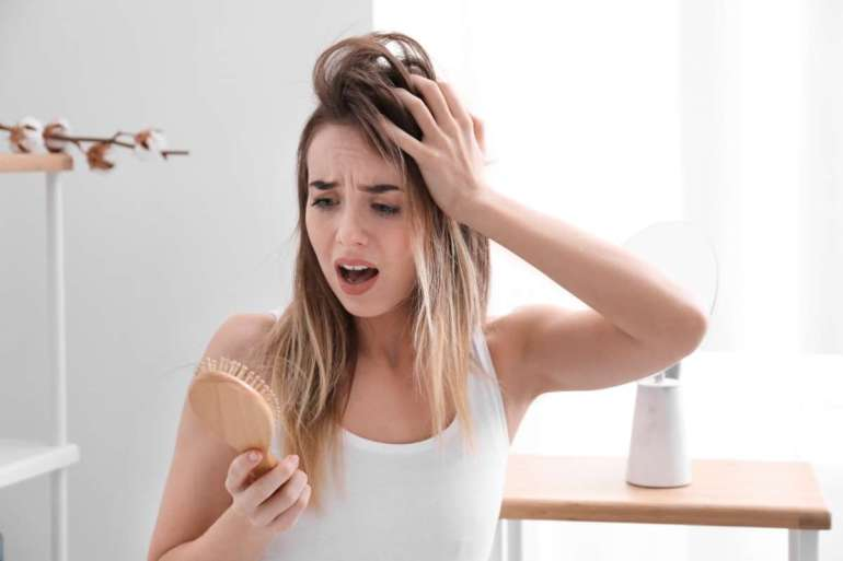Jak leczyć łysienie u kobiet a jak u mężczyzn?[rozmowa z ekspertem]