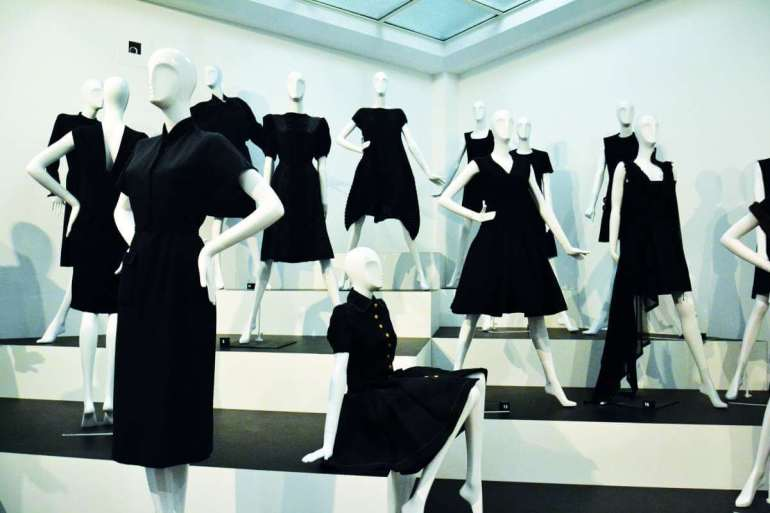 Plotka głosi, że ładni ludzie ubierają się na czarno. Wszystkie odcienie czerni