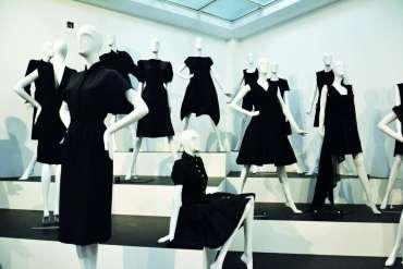 Plotka głosi, żeładni ludzie ubierają się naczarno. Wszystkie odcienie czerni