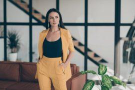 Seksowna elegancja, czyli damski garnitur - jaki model wybrać i jak go stylizować