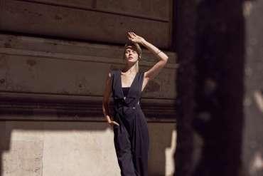 Spacer poberlińskich ulicach, minimalistyczna sesja Marty Macha