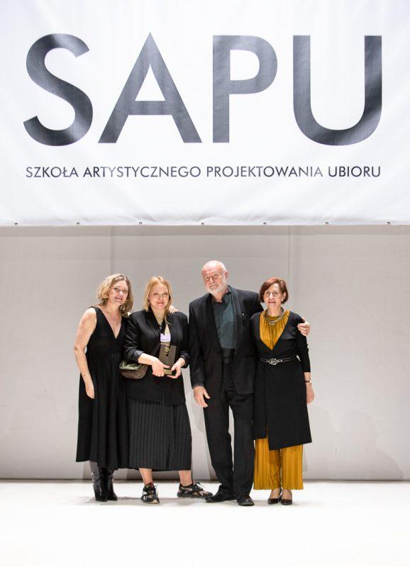 Kolekcja inspirowana labiryntem Londynu wygrywa Pokaz Dyplomowy SAPU
