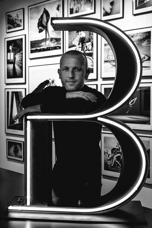 Wybitny fotograf Szymon Brodziak przyjeżdża doKrakowa