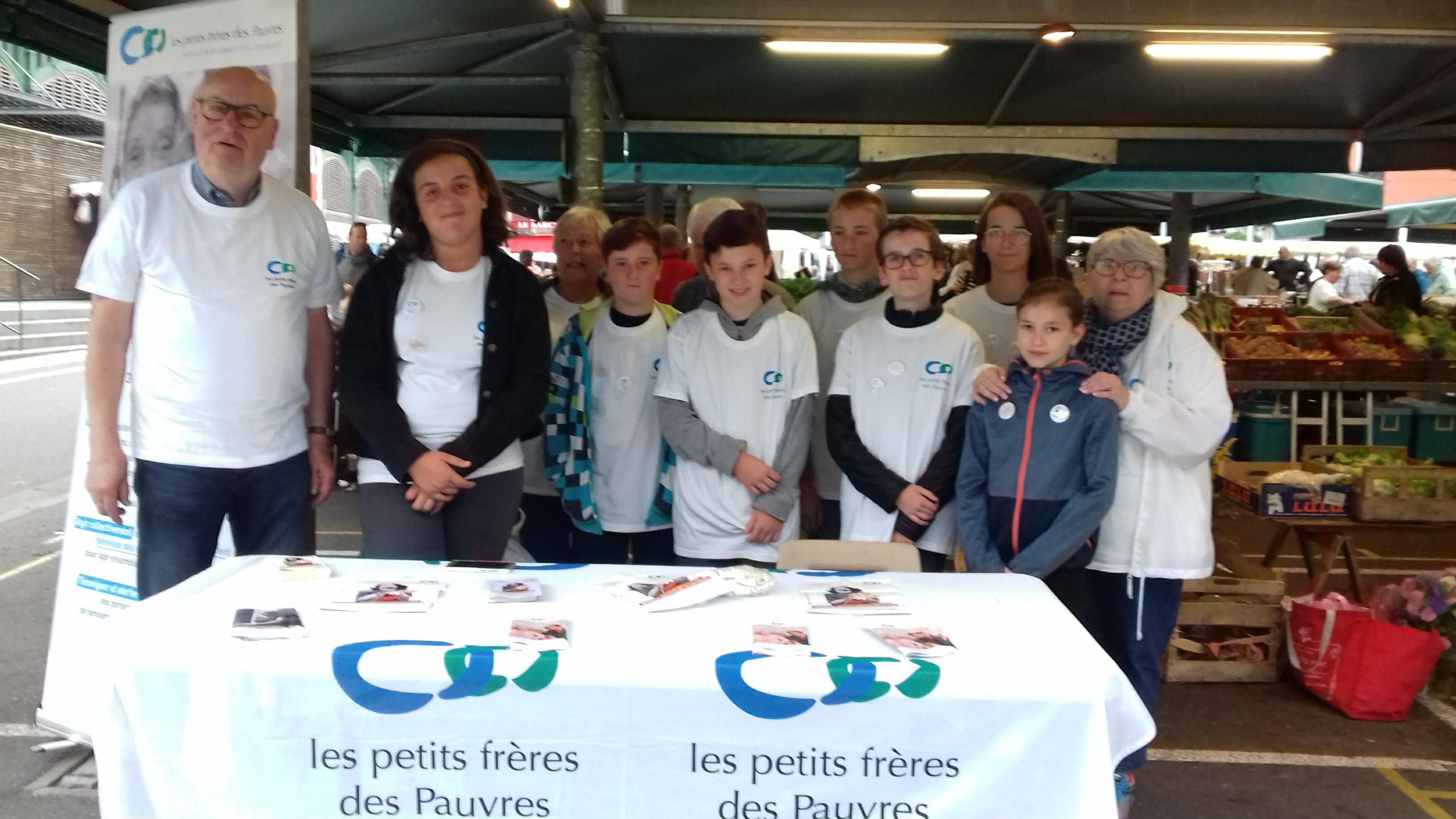 Lourdes : les jeunes de Visa Junior ont participé à l'action des Petits frères des pauvres