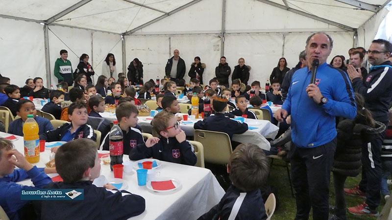 Lourdes : de beaux cadeaux à l'Arbre de Noël de l'école de foot du FCL XI