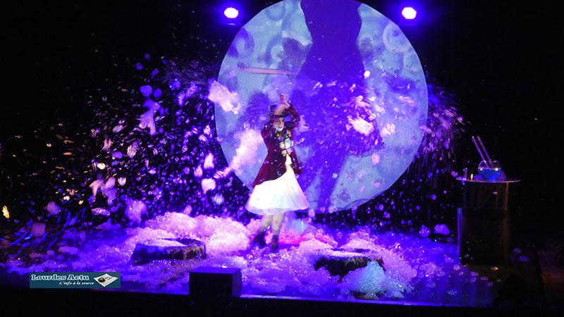 Lourdes et la «Dompteuse de bulles !»