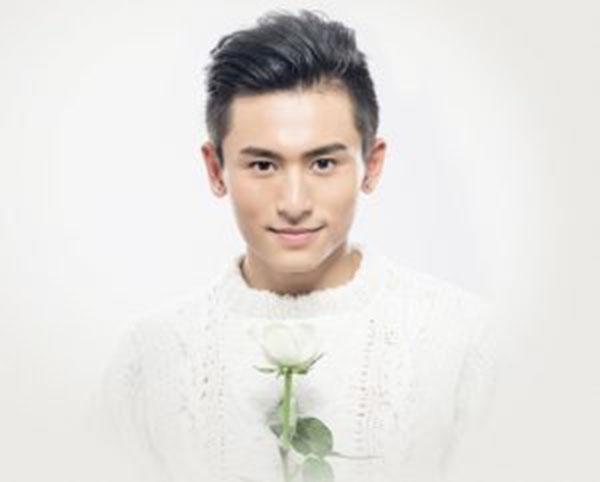 Lourdes/Pays de Lourdes : Accueil du célèbre acteur-chanteur-sportif chinois Zhang Zhehan