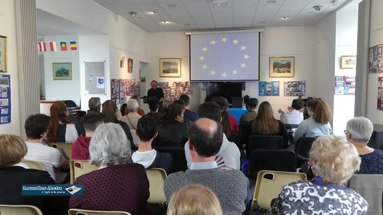 Lourdes : l'association «L'Etoile Bleue» a revêtu ses habits de fête le 9 Mai pour la Journée de l'Europe