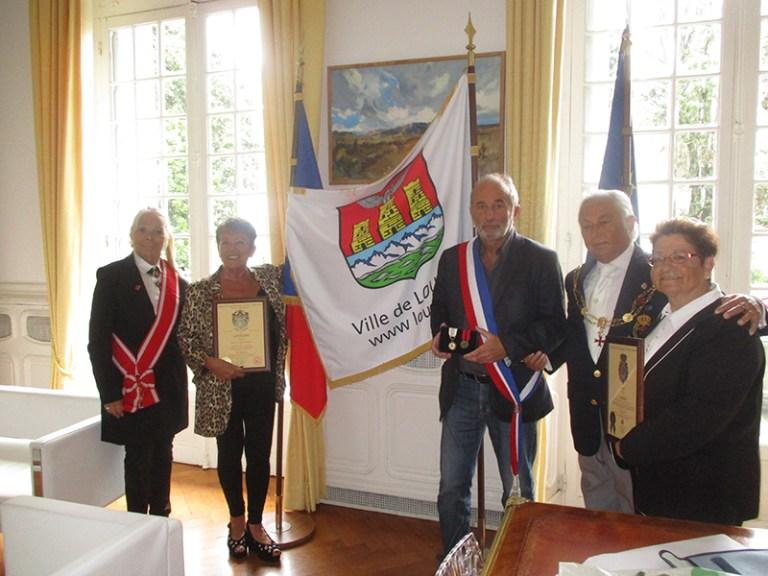 Read more about the article Lourdes : Remise de la Médaille du Mérite à Mme le Maire par l'Ordre Souverain Militaire du Temple de Jérusalem