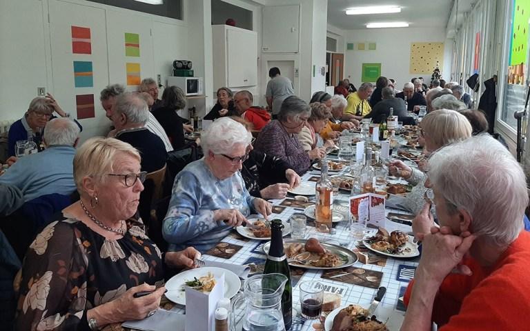Lourdes : du monde, de la gourmandise au Repas de Noël du Foyer Myriam