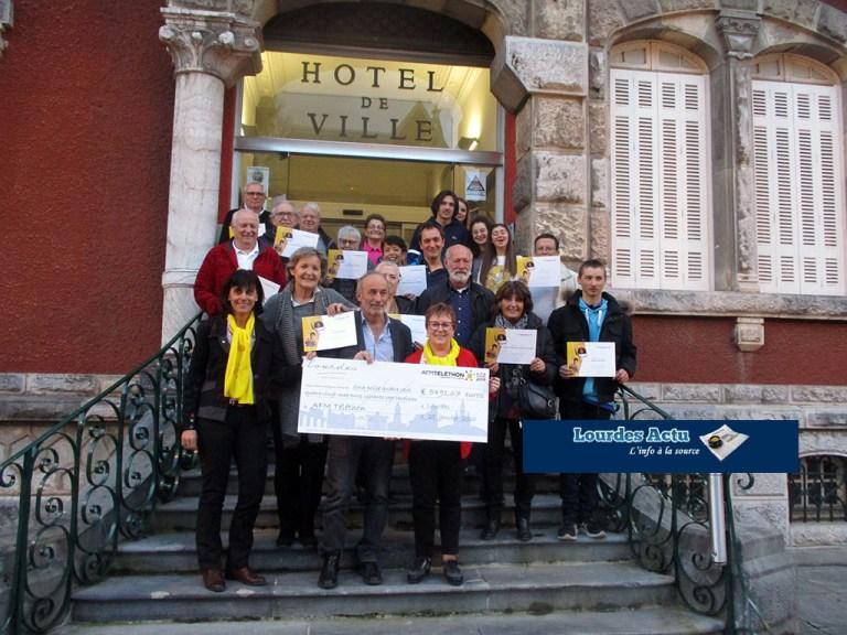 Lourdes : émouvante et joyeuse Remise du chèque du Téléthon auquel ont participé toutes les générations