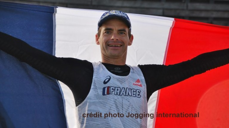 Erik CLAVERY bat largement le record de la traversée des Pyrénées