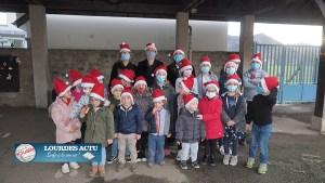 Don de jouets des enfants de l'accueil périscolaire de l'école de Lézignan à L'Etoile Bleue et SOS Bébé
