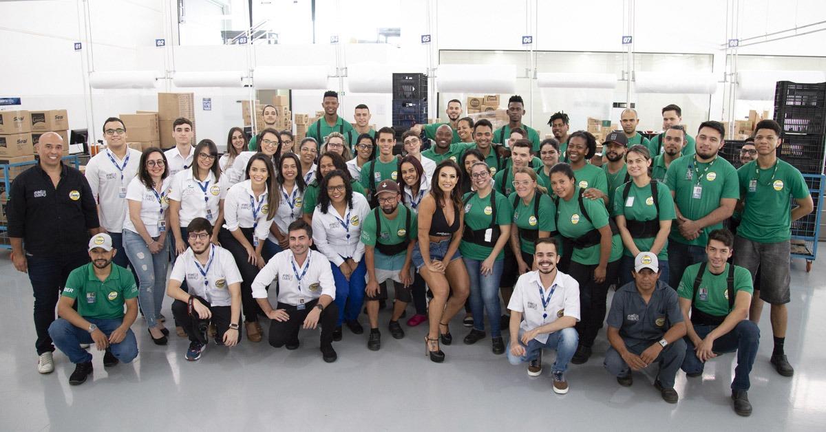 Foto com Scheila Carvalho Lourenço Alimentos