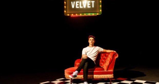 Tom Ratcliffe in Velvet