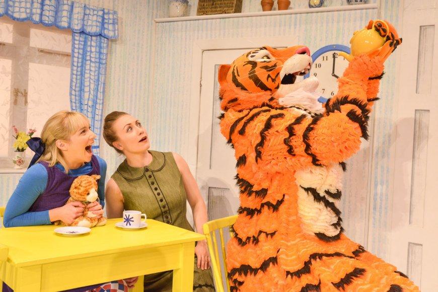 Jocelyn Zackon (Sophie), Lizzie Dewar (Mummy in UK tour), David Scotland (Tiger)