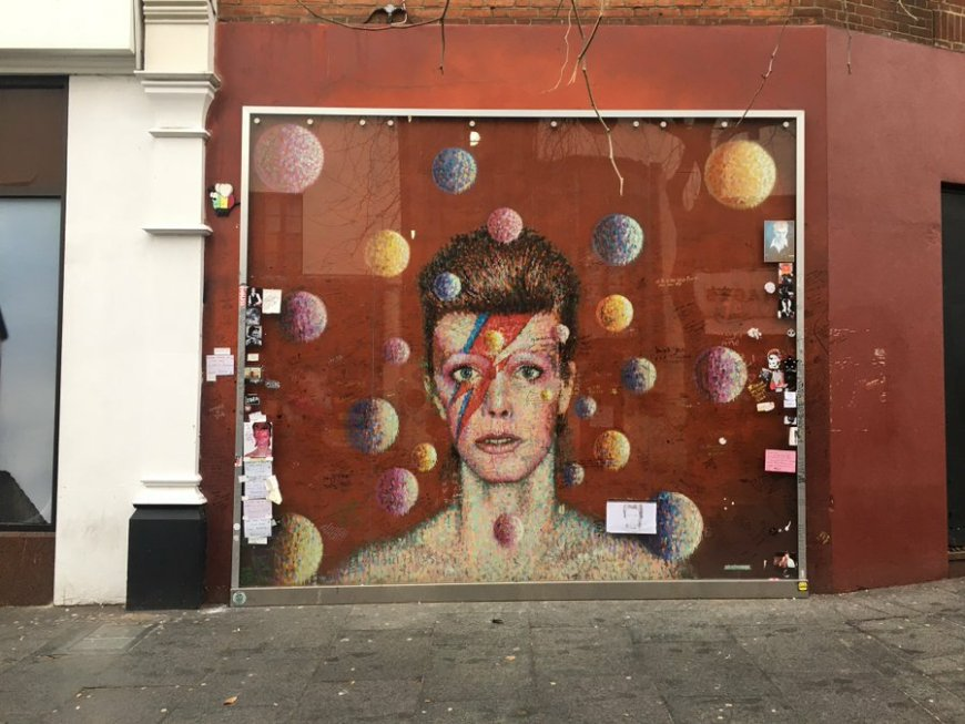 Bowie mural in Brixton. Courtesy @heroestheplay